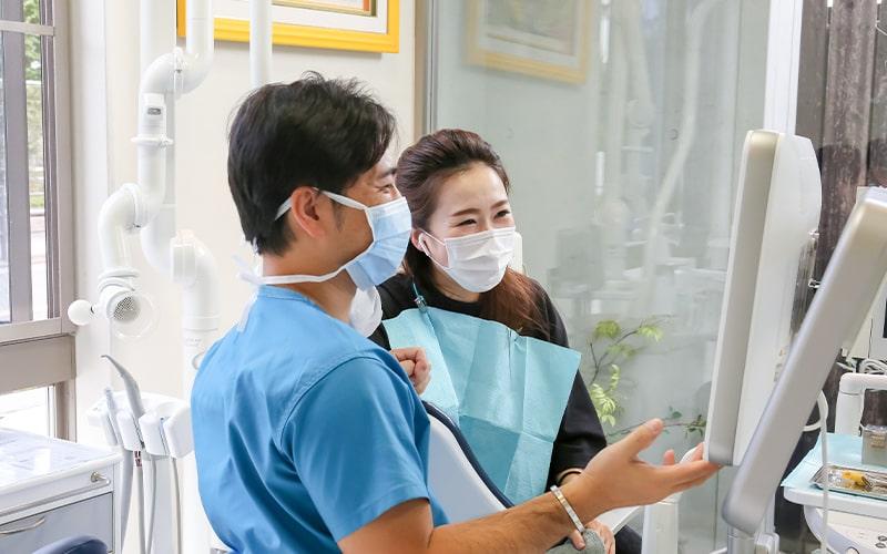 清誠歯科のインビザライン・マウスピース矯正の流れ|患者様への治療説明の様子