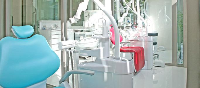 清誠歯科の治療台