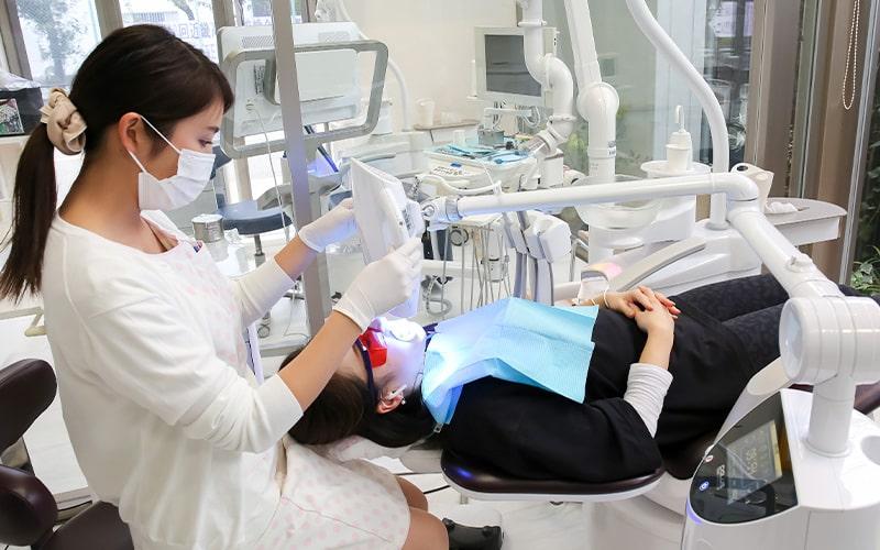 清誠歯科のオフィスホワイトニング|ホワイトニング施術中の様子